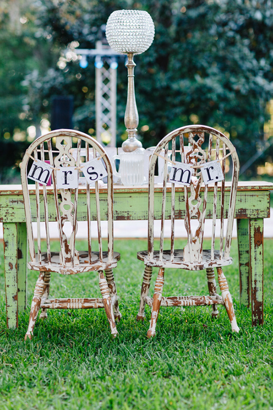 mr and mrs chair signs @weddingchicks