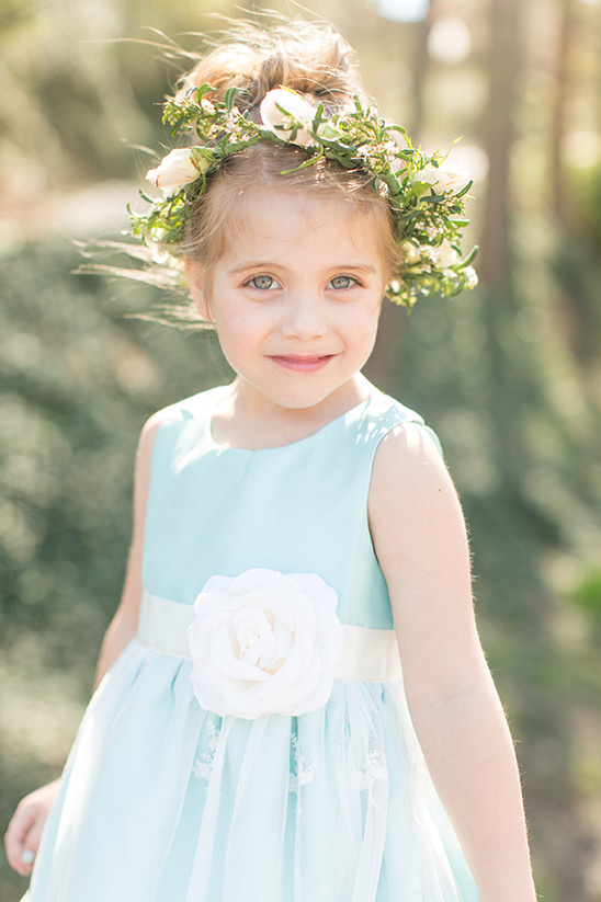 absolutely adorable flower girl @weddingchicks