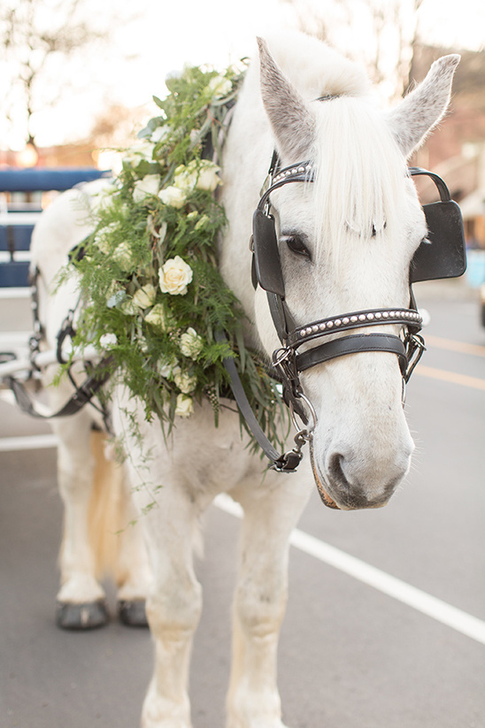horse drawn carriages @weddingchicks