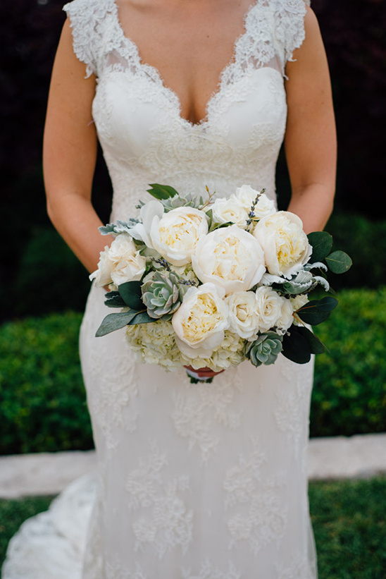 ivory peony bouquet @weddingchicks