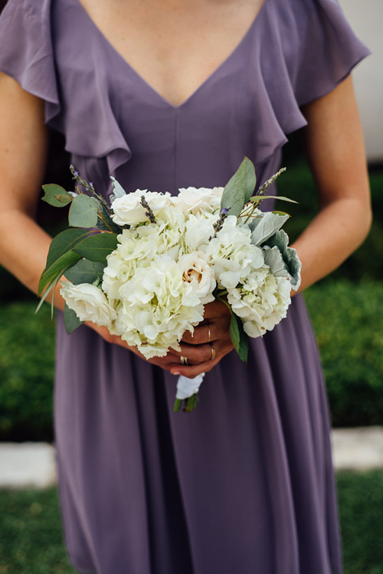 hydrangea bridesmaid bouquet @weddingchicks