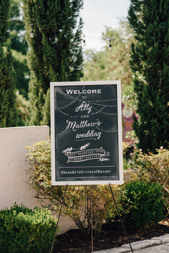 wedding chalkboard welcome sign @weddingchicks