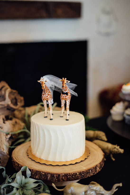 giraffe cake toppers @weddingchicks