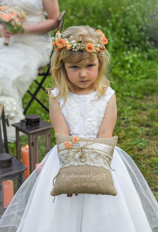 burlap and lace wedding ring pillow @weddingchicks