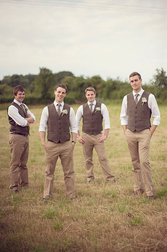 rustic groomsman look @weddingchicks