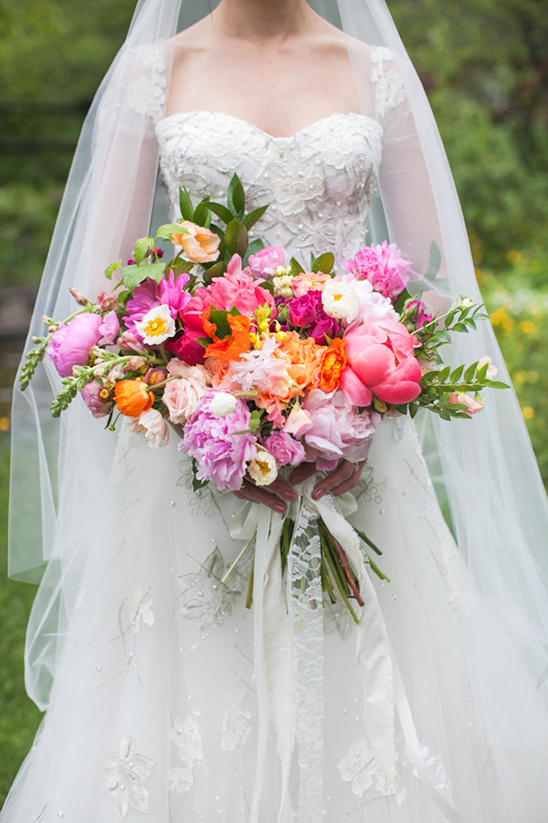 colorful wedding bouquet @weddingchicks