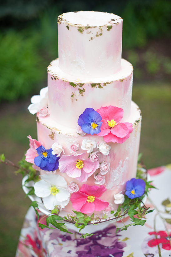pink and gold wedding cake @weddingchicks
