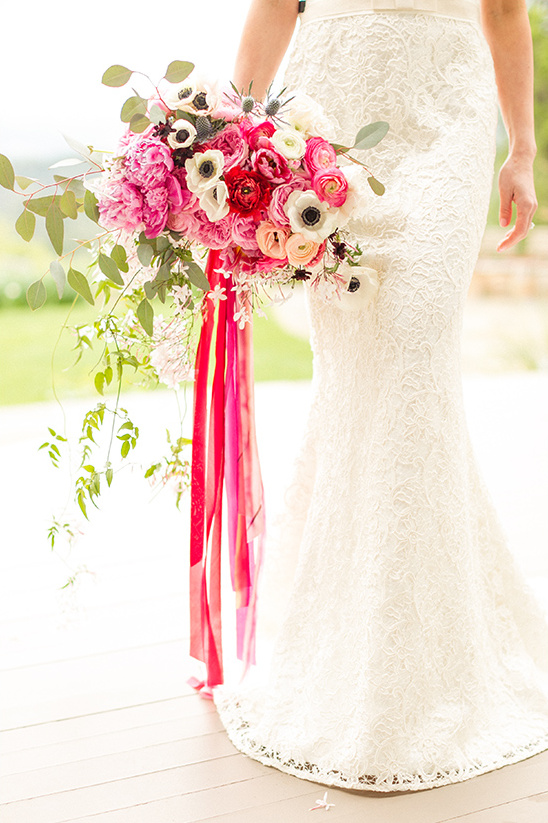 pink and red bridal bouquet @weddingchicks