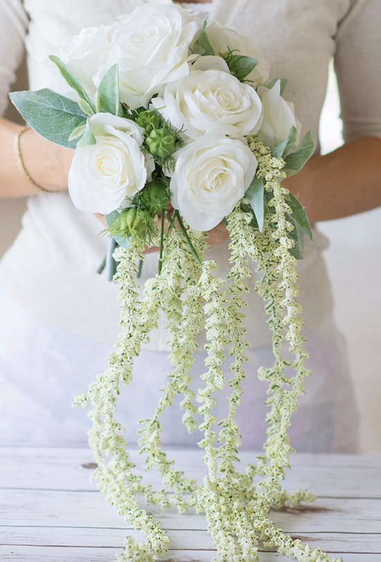 White wedding bouquet by New York floral designer Afloral @weddingchicks
