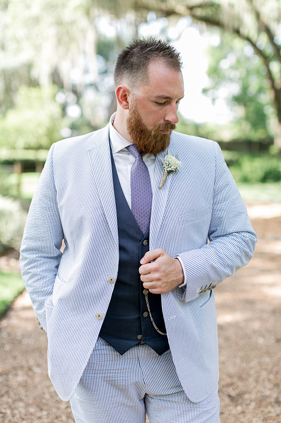 blue seersucker pin striped suit @weddingchicks
