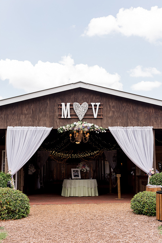 wedding barn decor @weddingchicks