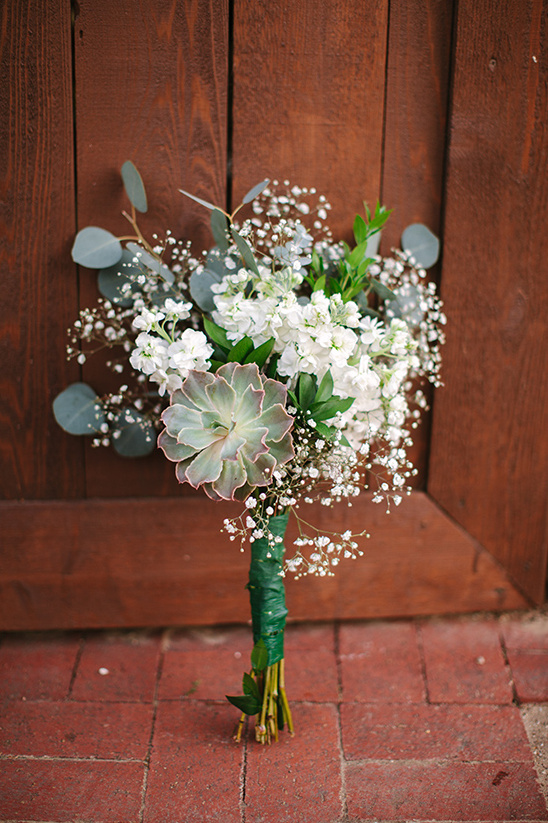 babys breath and greenery bouquet @weddingchicks