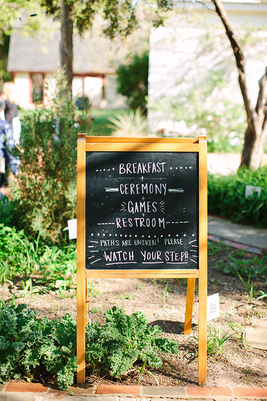 chalkboard wedding schedule @weddingchicks