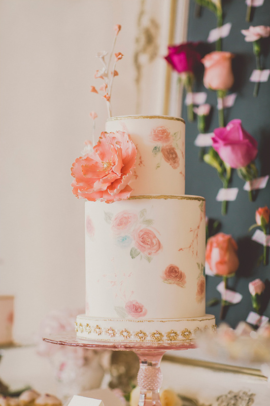 pink white and gold floral wedding cake @weddingchicks