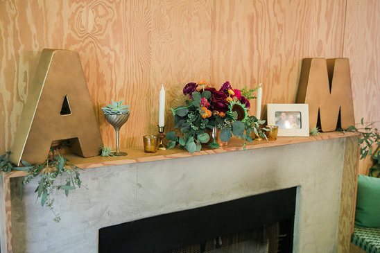 flower accented fireplace @weddingchicks