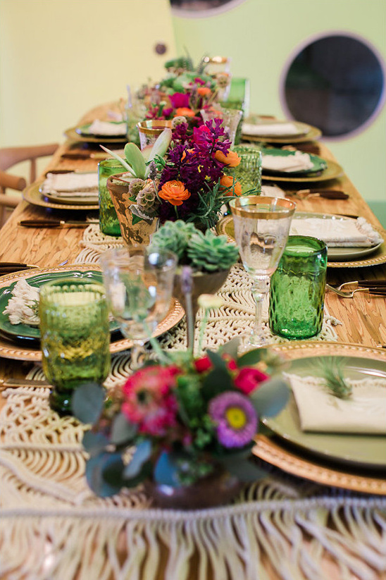 green and purple table decor @weddingchicks