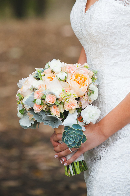 soft peach and green bouquet @weddingchicks