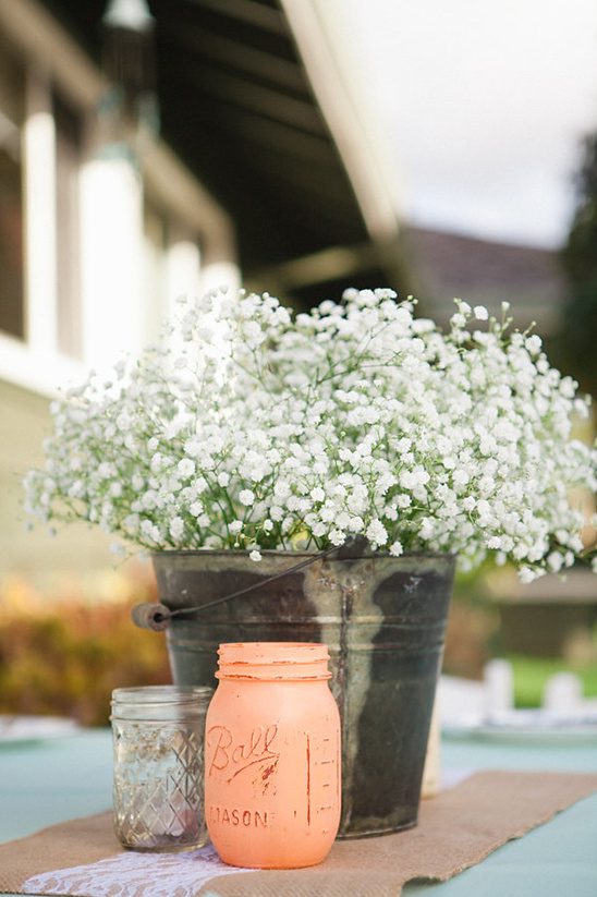 babys breath centerpiece @weddingchicks