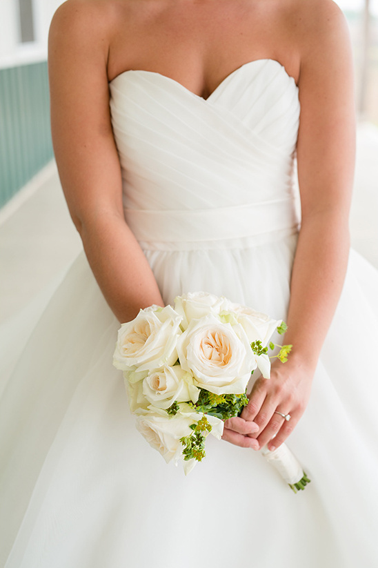 white rose bridal bouquet @weddingchicks