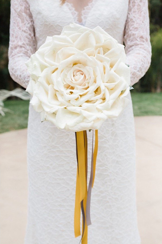 giant white rose bouquet @weddingchicks