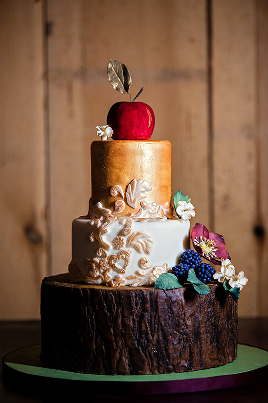 Into The Woods wedding cake @weddingchicks