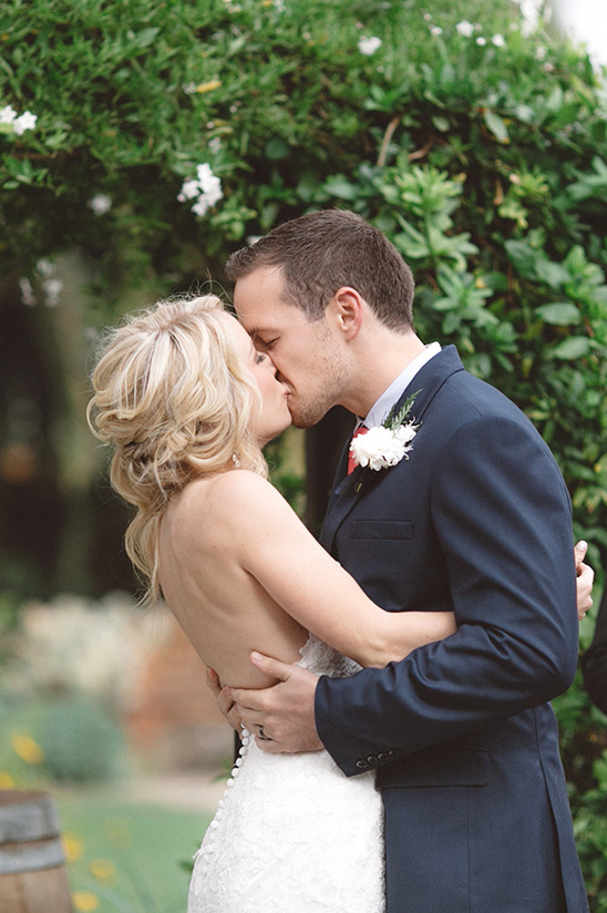 i do wedding kiss @weddingchicks