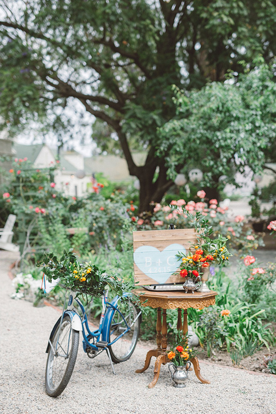 wedding welcome table with bike @weddingchicks