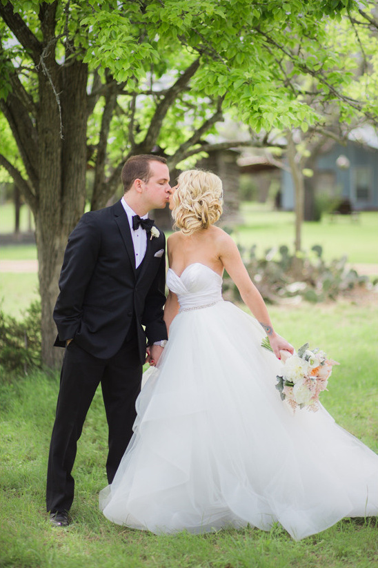 strapless sweetheart wedding dress @weddingchicks