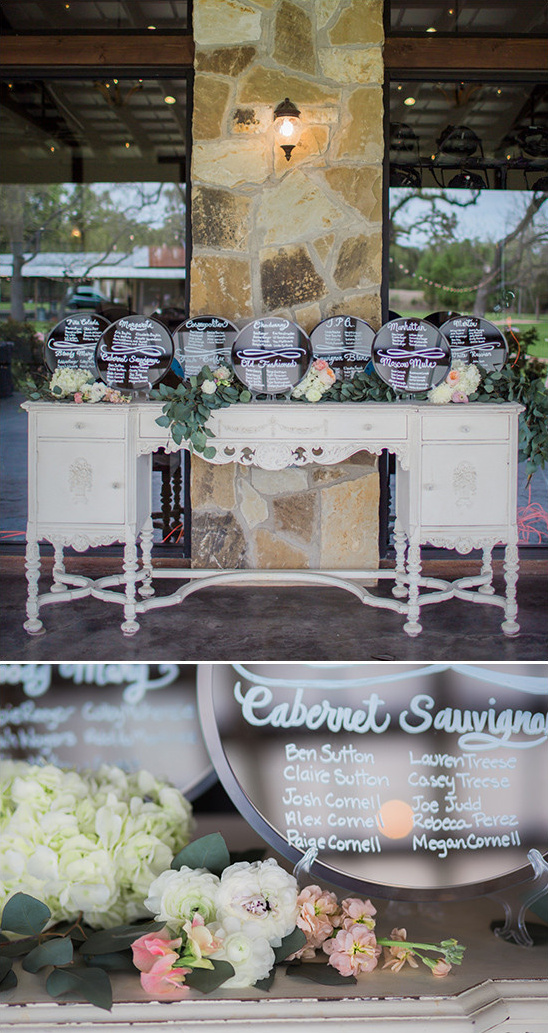 mirror seating assignment display @weddingchicks