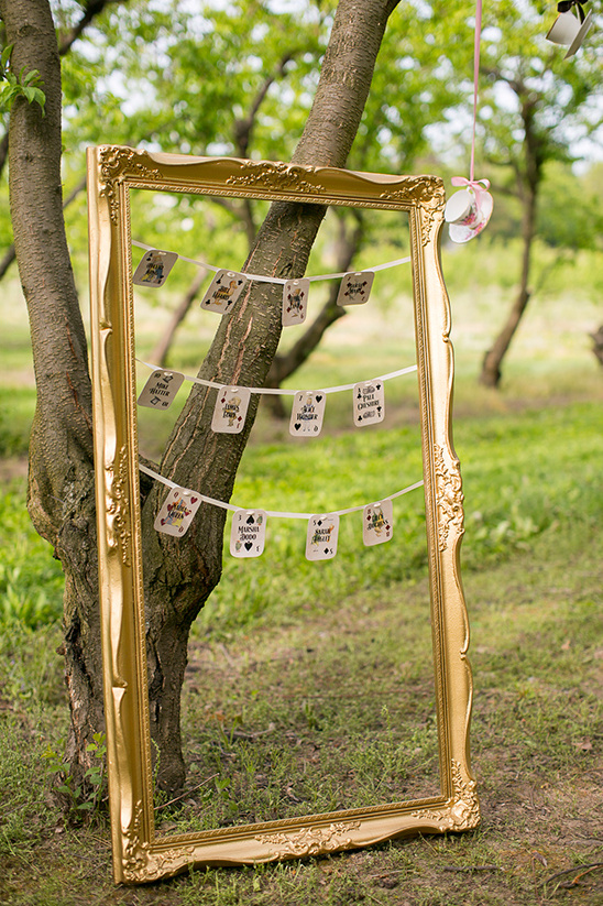 gold frame escort card display @weddingchicks