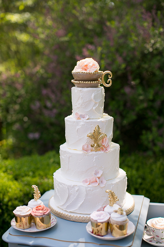 teacup topped cake @weddingchicks