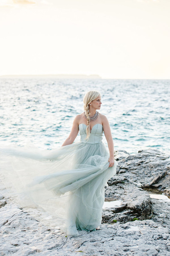 mint green wedding dress @weddingchicks
