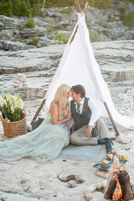 teepee sweetheart seat @weddingchicks