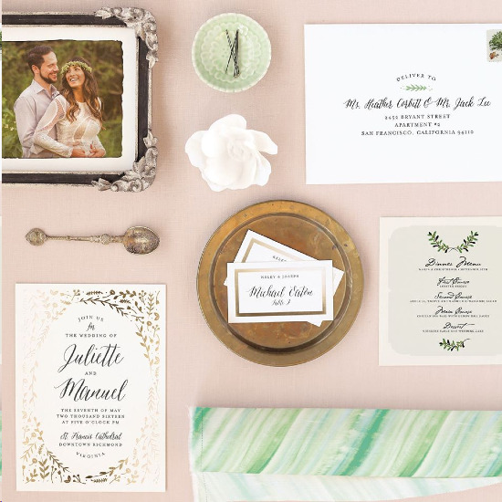 Gold foil wedding invitations from Minted @weddingchicks