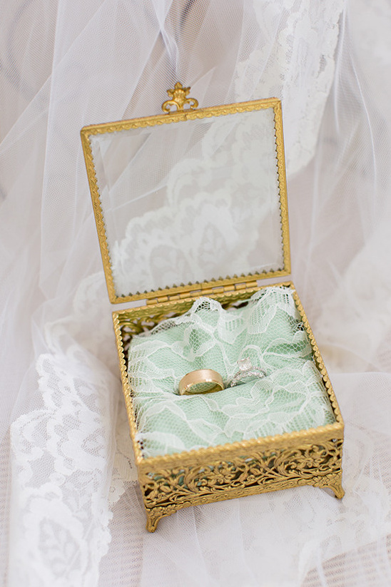 ring box @weddingchicks