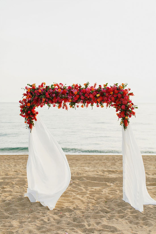 beach wedding arch @weddingchicks