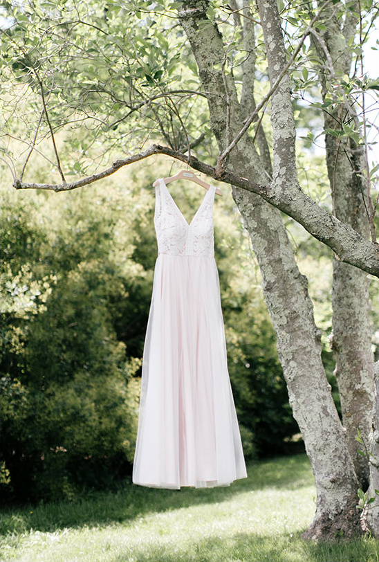 BHLDN blush wedding dress @weddingchicks