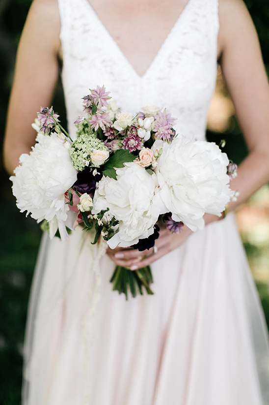 white peony bouquet @weddingchicks
