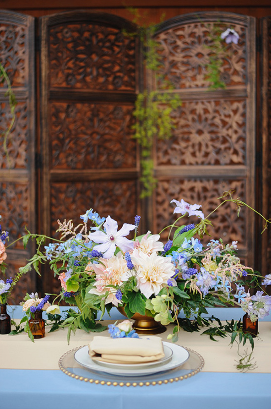 wild and gorgeous floral centerpiece @weddingchicks