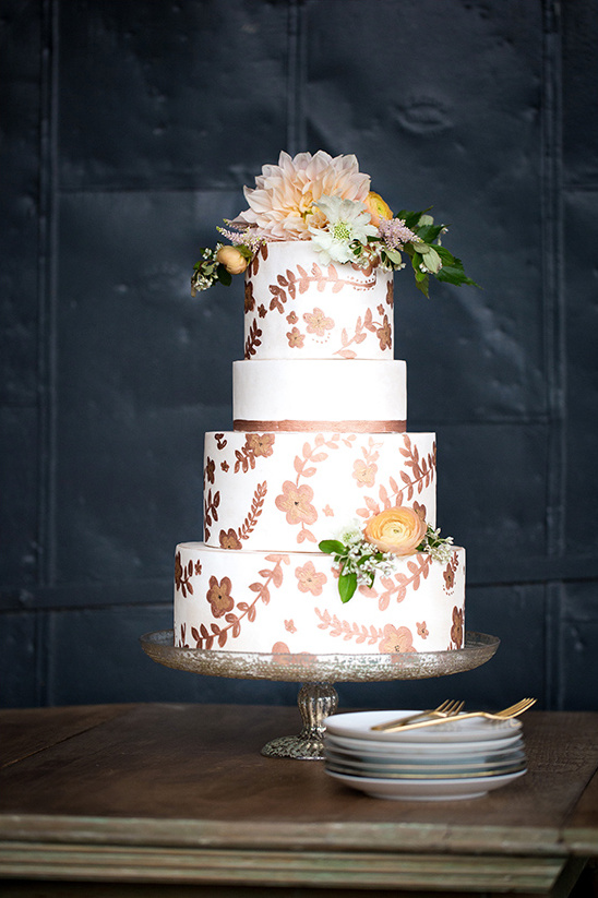 wedding cake with flower details @weddingchicks