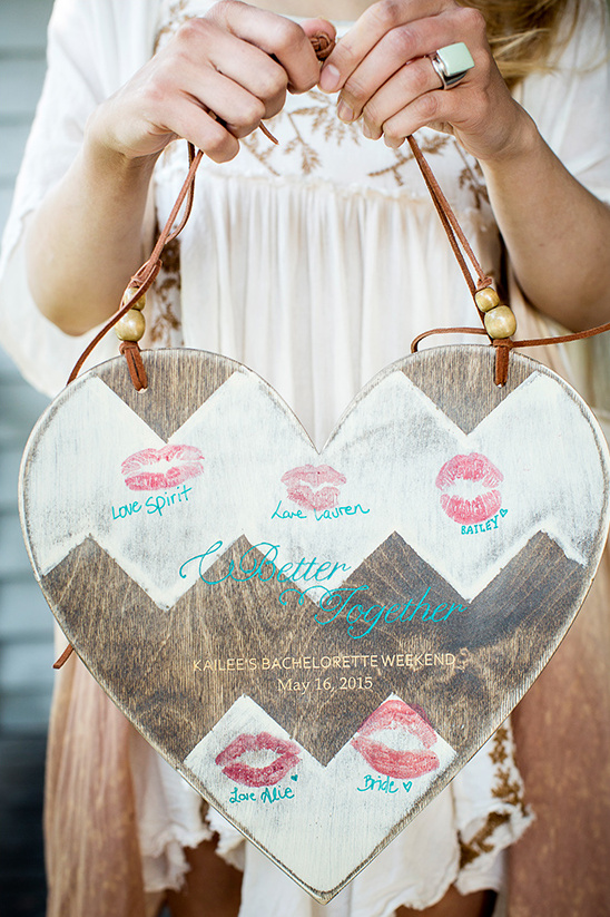 lipstick kiss guestbook idea @weddingchicks