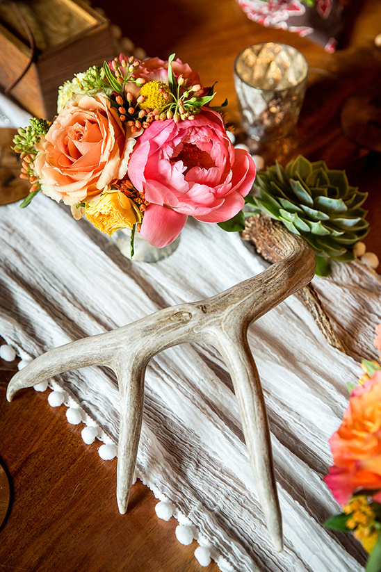 floral and antler centerpieces @weddingchicks