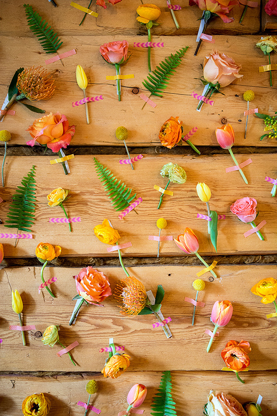 fresh flower photobooth backdrop @weddingchicks