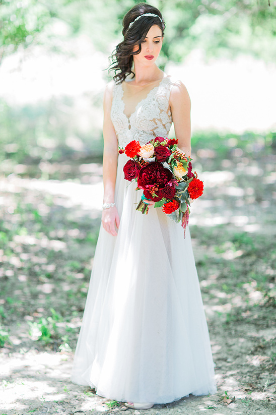red and white bride details @weddingchicks