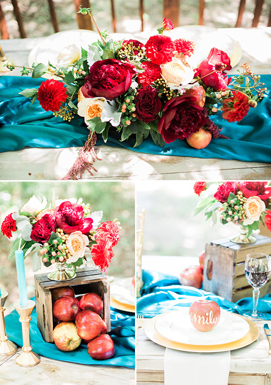 red and blue tablescape decor @weddingchicks