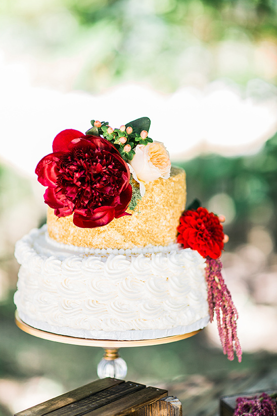 white gold and red cake details @weddingchicks