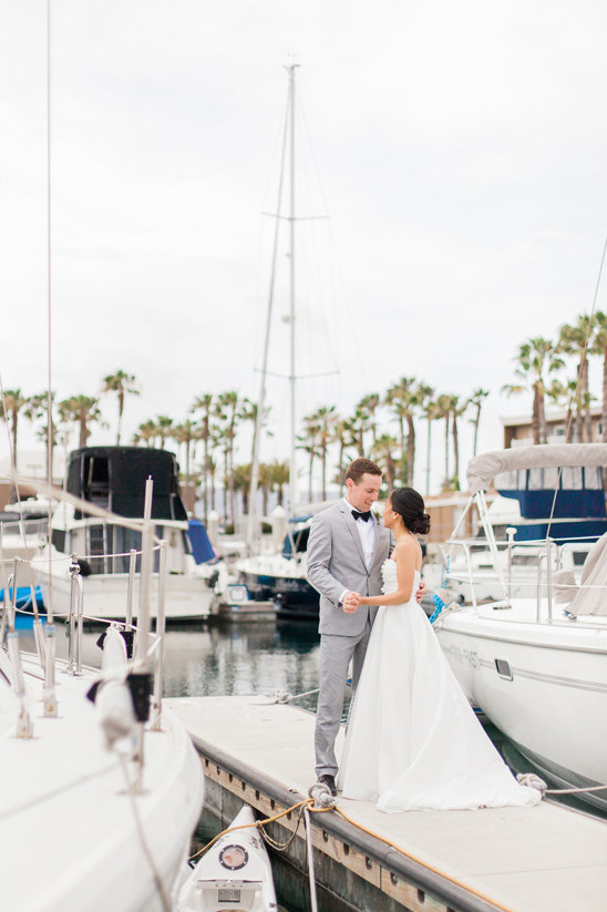 boat dock bride and groom @weddingchicks