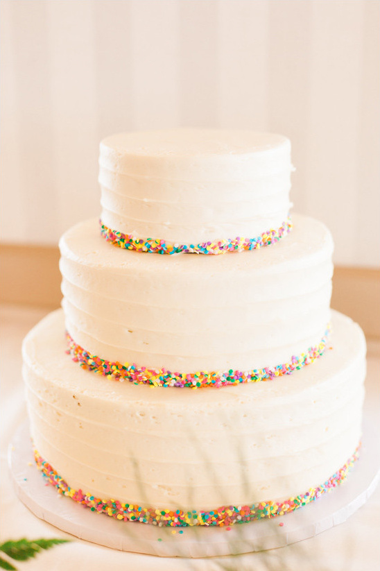 sprinkle accented wedding cake @weddingchicks