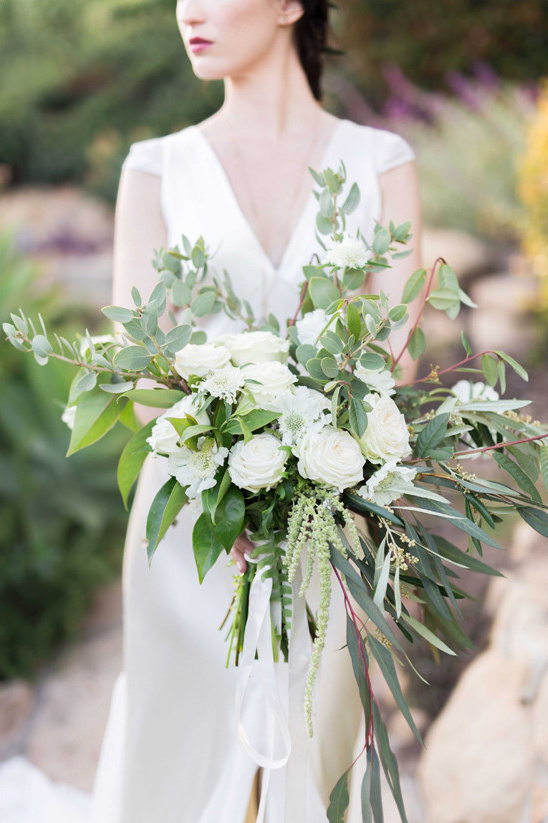 cascading white and green bouquet @weddingchicks