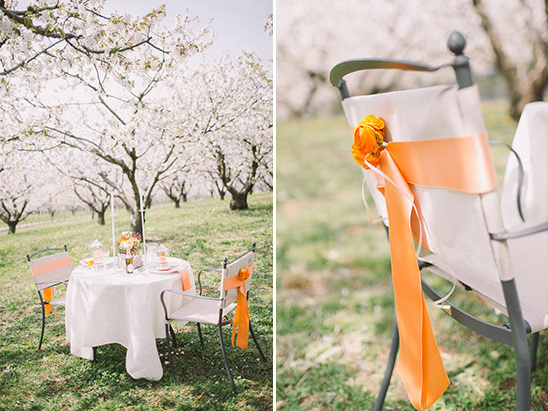 orange accented sweetheart table @weddingchicks